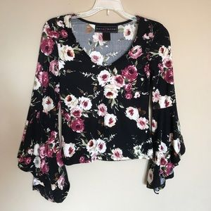 (S) Polly & Esther floral bell sleeve top